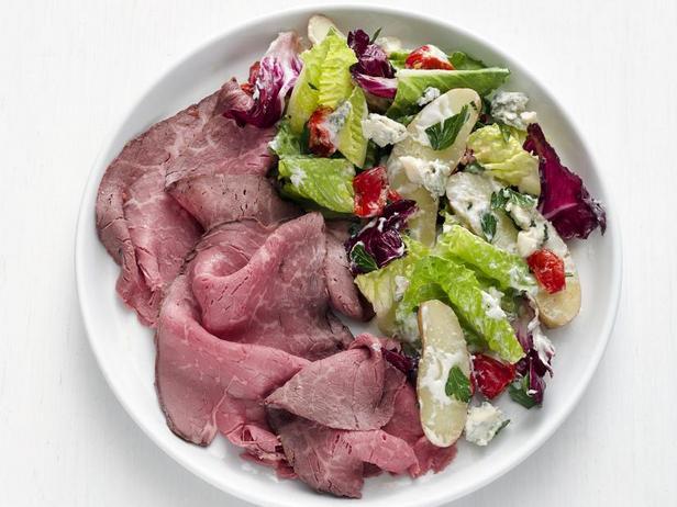 Фото Карпаччо из ростбифа с картофельным салатом с горгонзолой