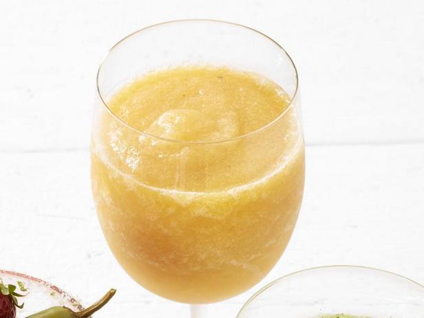 Фото Замороженный коктейль «Персиковая сангрия»