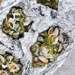 Моллюски в белом вине на гриле