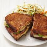 Горячие сэндвичи с сыром и колбасой