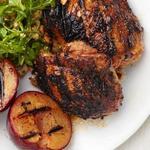 Курица и сливы в соусе хойсин на гриле