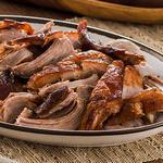 Жареная свиная туша в цитрусовом маринаде с халапеньо