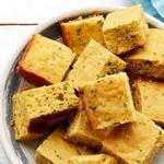 Кукурузный хлеб с сыром и зелёным луком
