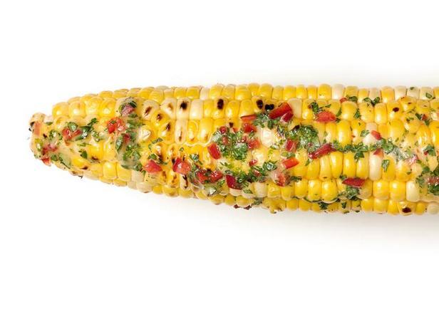 Фото Кукуруза в початках на гриле с острым сливочным маслом и кинзой