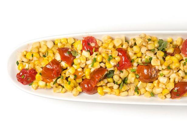 Фото Кукуруза с помидорами и базиликом