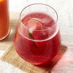 Клюквенно-лаймовый шприцер с розовым вином