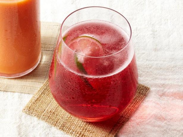 Фото Клюквенно-лаймовый шприцер с розовым вином