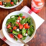 Салат с рукколой, арбузом и мятой
