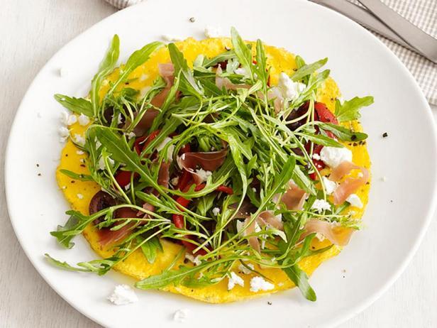 Фото Открытый французский омлет с салатом из руколы