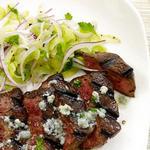 Стейк со сливочным маслом Блю-чиз и салатом из сельдерея