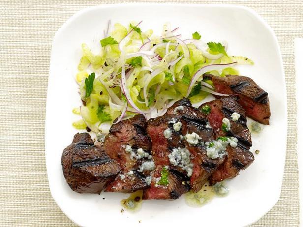 Фото Стейк со сливочным маслом Блю-чиз и салатом из сельдерея