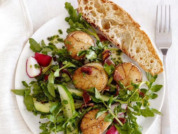 Фото Закусочный салат с жареными морскими гребешками