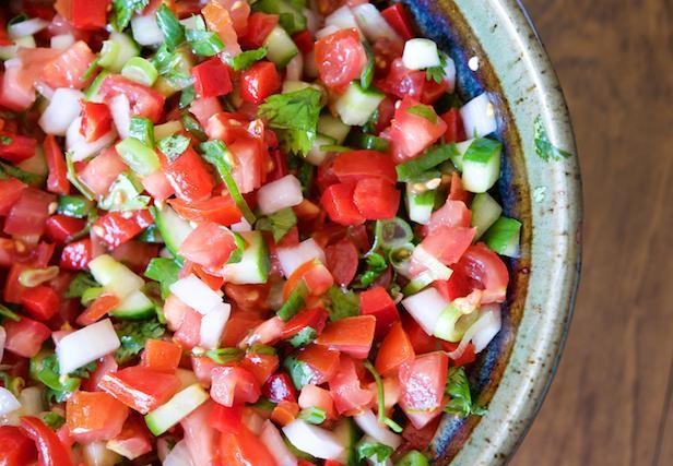 Фото Летний салат с огурцами и помидорами