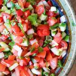 Летний салат с огурцами и помидорами