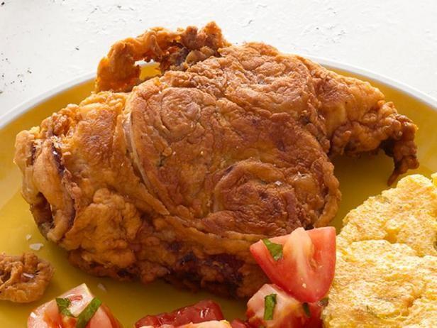 Фото Жареная курица в панировке с луковыми кольцами