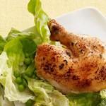 Запечённая курица с латуком и горошком в горячей заправке