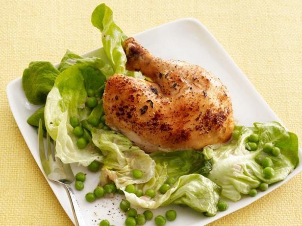 Фото Запечённая курица с латуком и горошком в горячей заправке