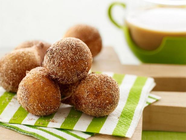 Фото Заварные пончики в коричной обсыпке