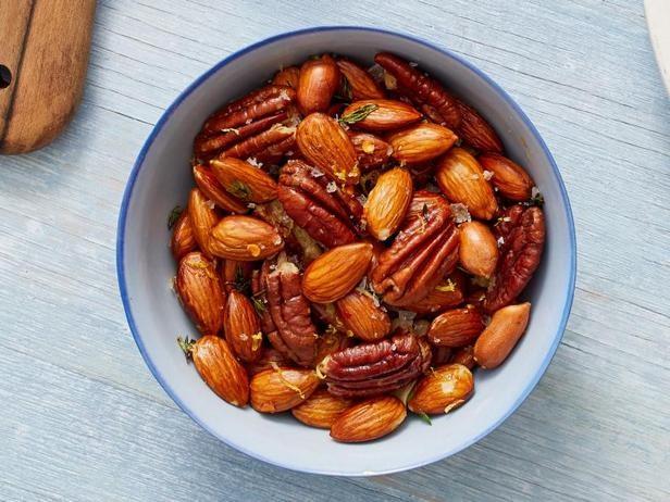 Фото Солёные орешки с тимьяном
