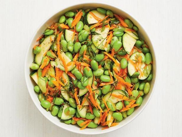 Фото Свежий салат из бобов эдамаме и цуккини