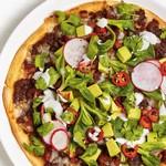 Пицца из мексиканских лепёшек с фаршем и фасолью
