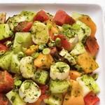Экзотический салат из дыни с сердцевинами пальмы
