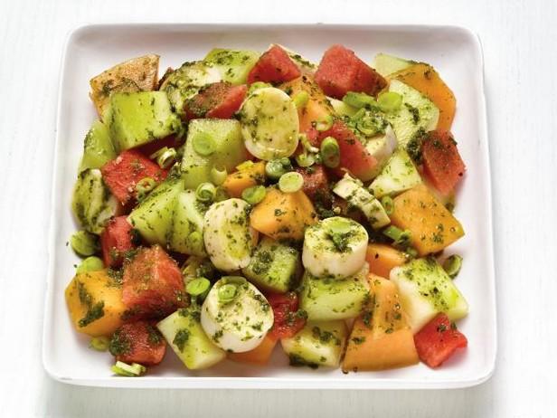 Фото Экзотический салат из дыни с сердцевинами пальмы