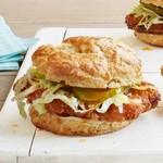 Сэндвичи из слоистых булочек с жареной курицей
