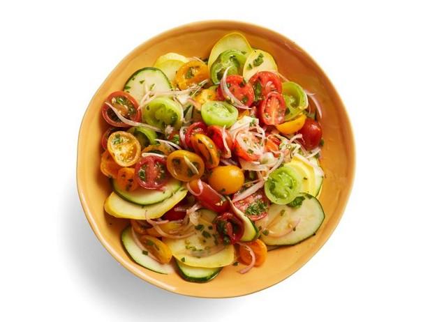 Фото Свежий салат из цуккини и кабачков