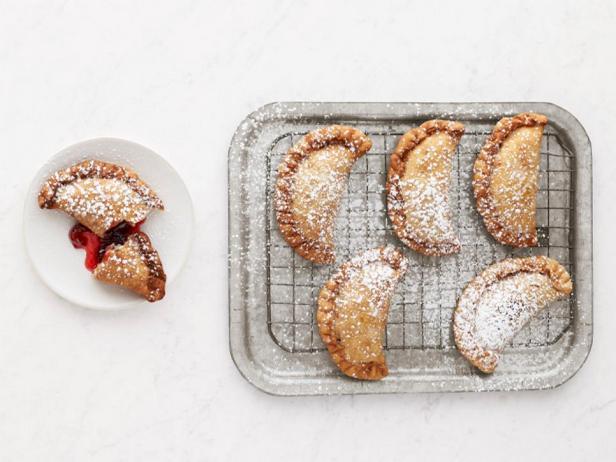 Пирожки с вишней жареные во фритюре