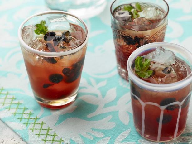 Коктейль шорле с чаем и черникой