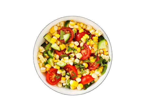 20. Салат с кукурузой и помидорами