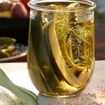 Быстрая консервация: сладкие и хрустящие маринованные огурцы