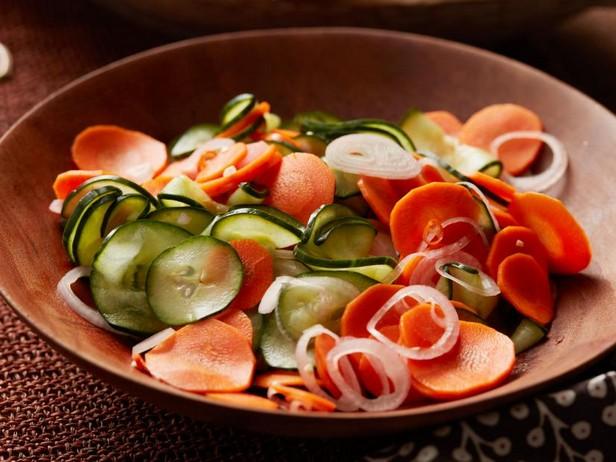 Фото Быстрая закуска из моркови и огурцов холодного маринования