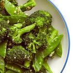 Стир-фрай из брокколи и стручкового горошка