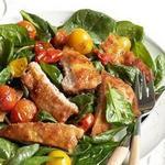 Тёплый салат из шпината с отбивной по-милански