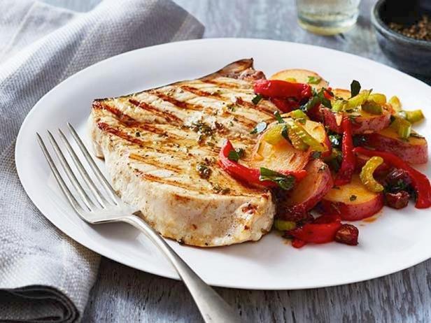 Меч-рыба на гриле с тёплым картофельным салатом