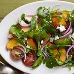Салат из нектаринов и помидоров