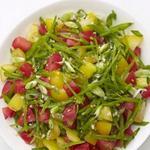 Салат из помидоров и снежного гороха