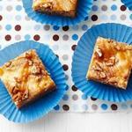 Пирожные «Блонди» с чизкейком и солёной карамелью