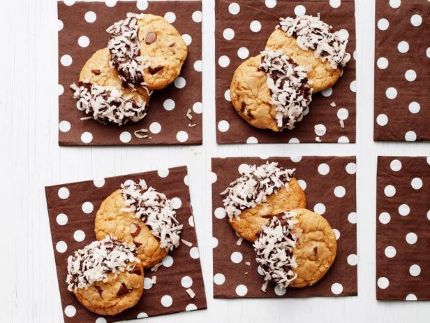 Фото Кокосовое печенье с шоколадной крошкой и глазурью