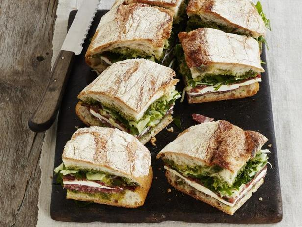 Фото Маринованный сэндвич с салуми