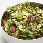 Зелёный салат в кисломолочной заправке