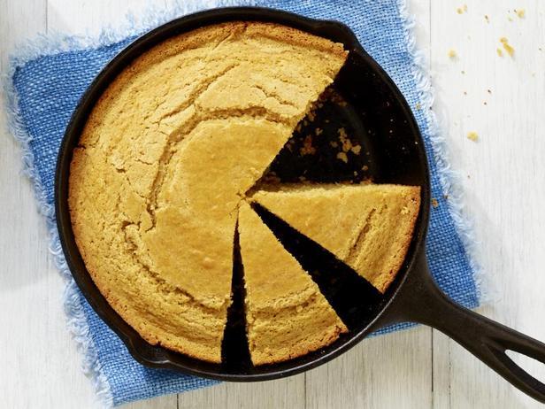 Фото Кукурузный хлеб в сковороде