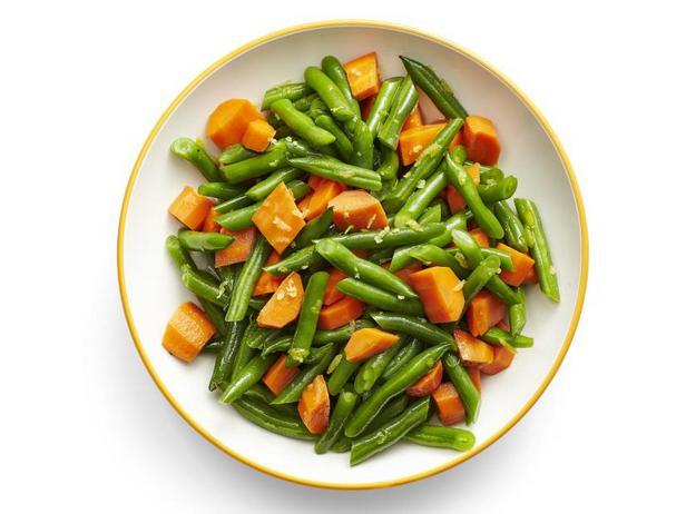 Фото Гарнир из отварной стручковой фасоли с морковью в медовой глазури