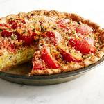 Сырный пирог с кремовой кукурузой и помидорами