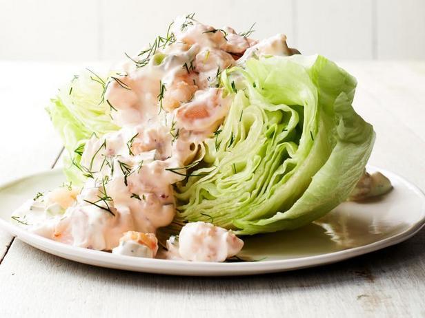 Фото Креветки в сливочном соусе с укропом на дольке салата