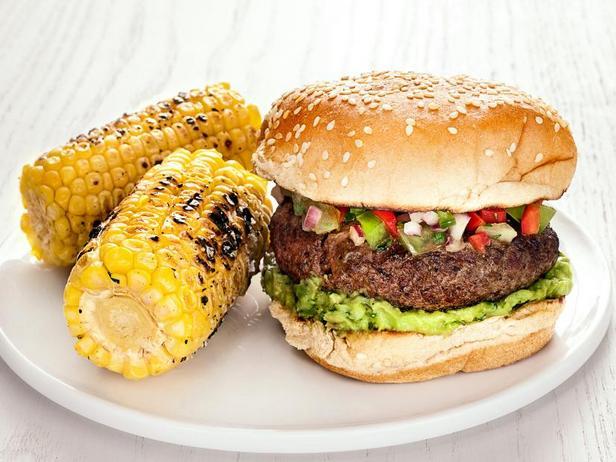 Фото Бургеры с сальсой из зелёных помидоров