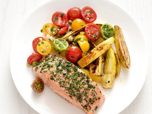 Фото Лосось с летними овощами в духовке