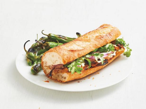 Фото Сэндвичи из свиной вырезки на гриле